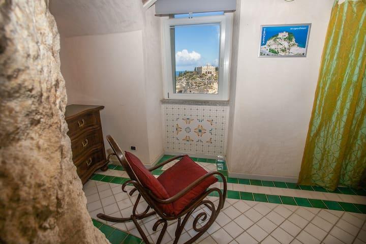 Le Grotte: appartamento con balcone vista mare