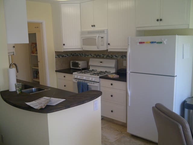 Sunny 2-Bedroom Apartment by the Beach! - Playa Del Rey - Wohnung