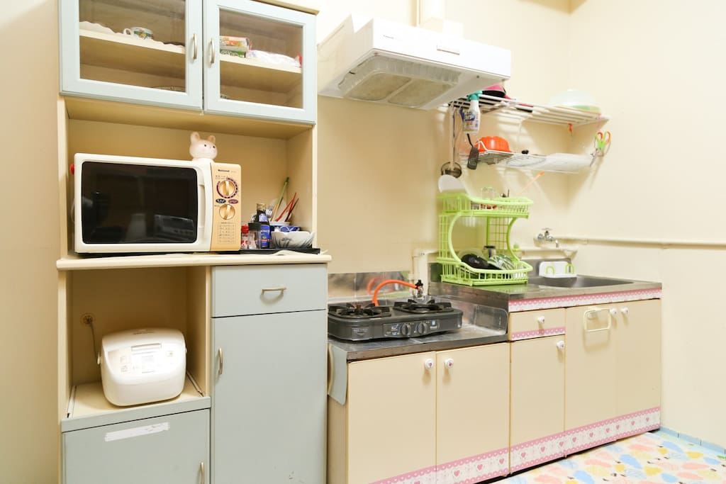 共用キッチンをご自由にお使い頂けます。※調味料・食材はご自分でご用意してください