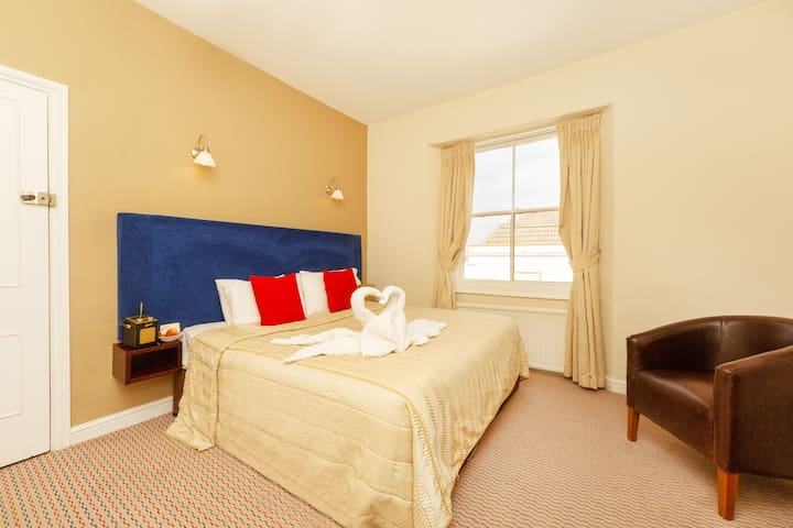 King Bed in charming Clifton Hotel