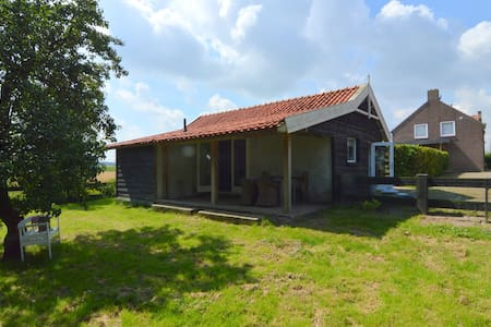 Romantic, cozy cottage with enclosed garden near the Biesbosch and Breda