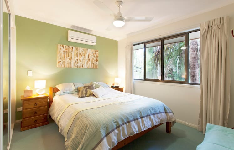 Cool & quiet, Caloundra Entire Unit - Little Mountain - Cabin
