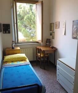 Single room in my house-Viareggio - Rumah