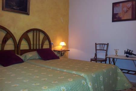 habitacion con mucho encanto Rita - Maison