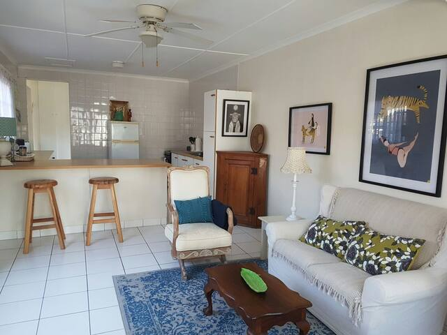 Light and bright cottage in prime Umhlanga