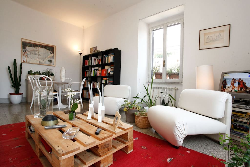 Testaccio Quiet Bright Apartment