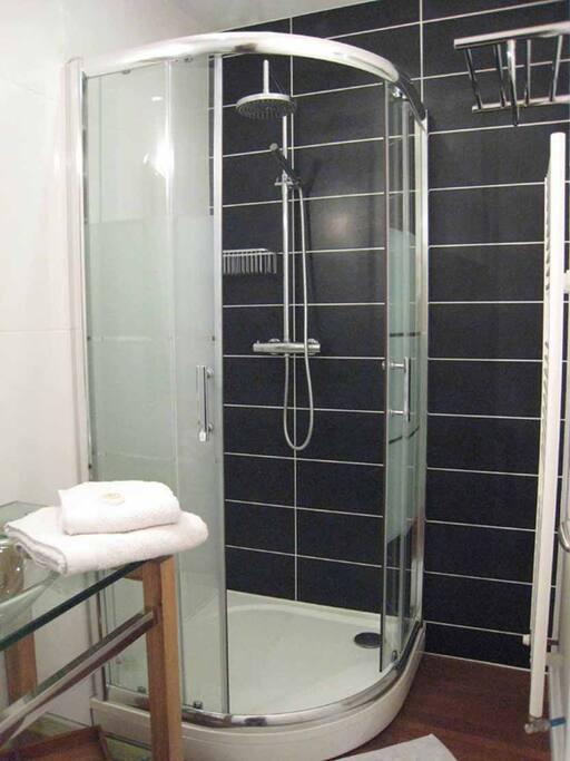 salle d'eau / WC chambre Douce France
