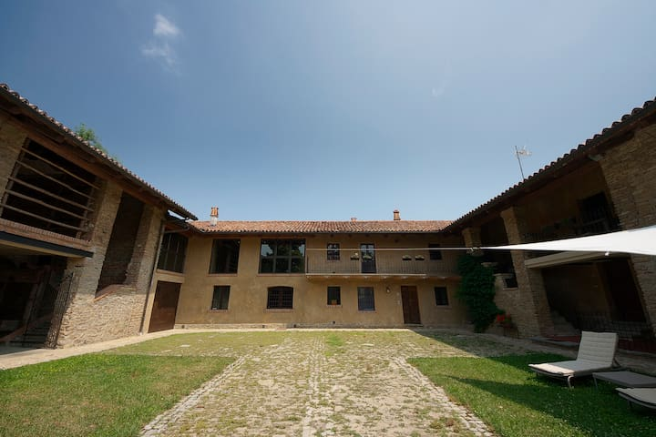 Holiday cottage on the hills - Benevello - Apartment