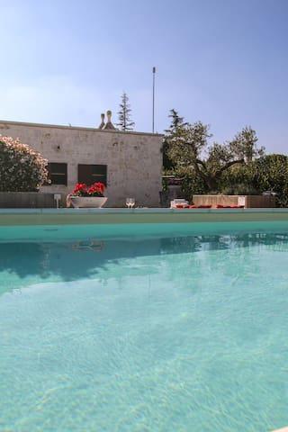 VILLA MANGINI con jacuzzi e piscina - Putignano - Vila
