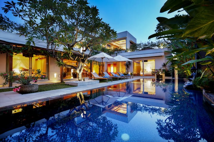 LUXURY JIMBARAN VILLA BY THE BEACH-SLEEP 17-25 PAX