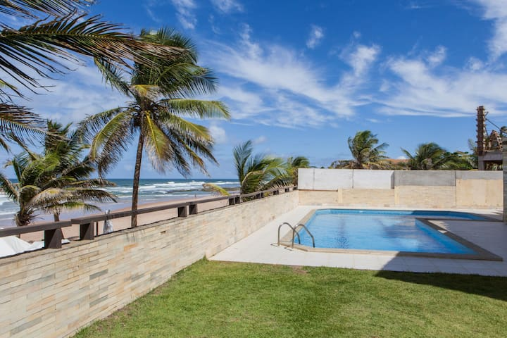 Beautiful Beachfront Villa, Bahia