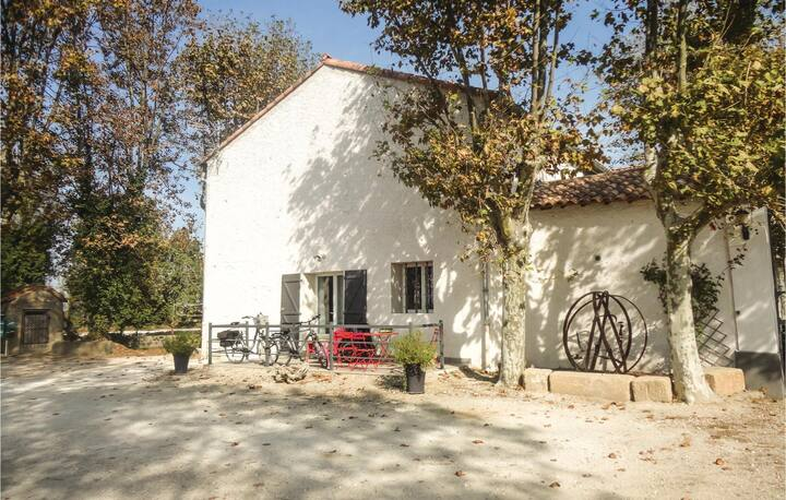 Beautiful home in Narbonne with WiFi and 2 Bedrooms