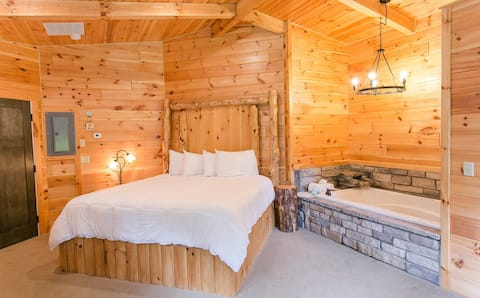 Cozy Romantic Suite for 2 in Ohio's Amish Country