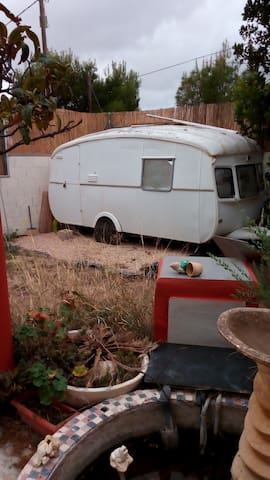 Caravanas con cama grande y calefacción  EN FINCA