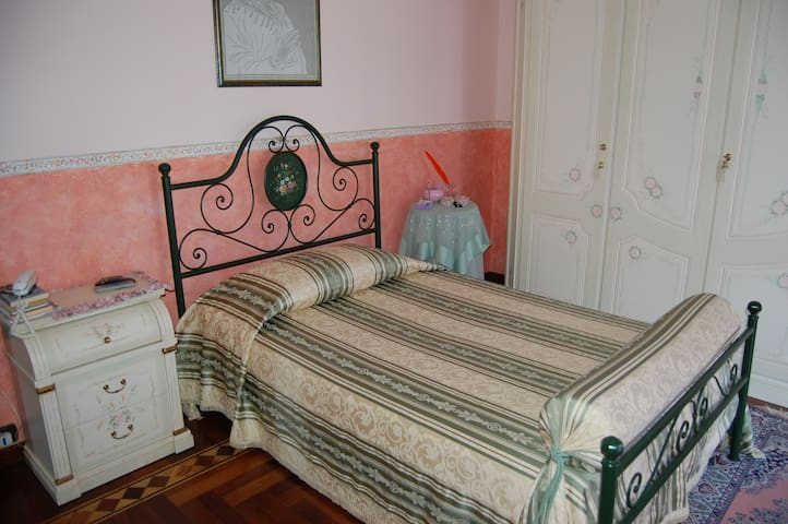 Villa Francesca- stanza Sesè - Soverato Marina - Hus
