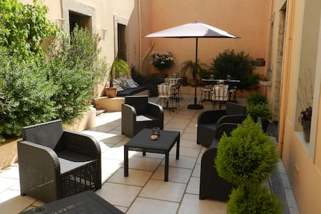 Large,quiet room,in charming B&B CB - Lézignan-Corbières