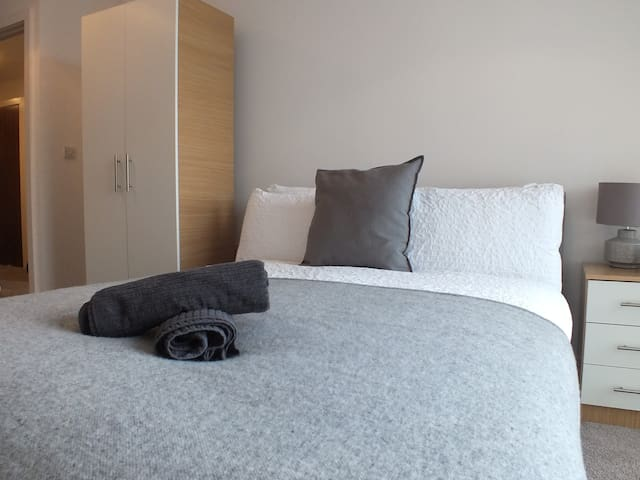 M1 Penthouse Room Facing Piccadilly Train Station