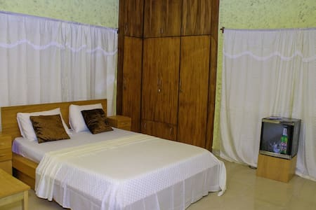 Big Apple D.E Hotel (A Superb home) - Accra