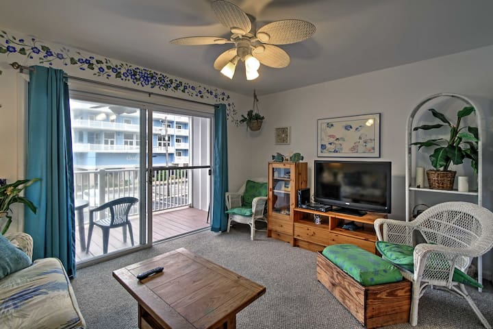 Central Ocean City Condo w/Patio- Steps to Beach!