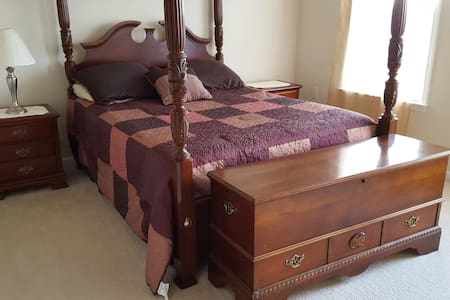 Single Fam H/3 rms/$56 per rm/night - Charles Town - Dom