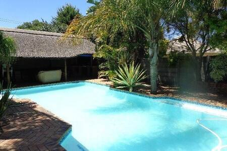 Holiday 3 bed House Bellville/Capetown + pool/lapa - Kapstadt - Haus