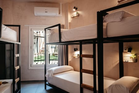 Life Astuto Boutique *bed 6 female shared room*