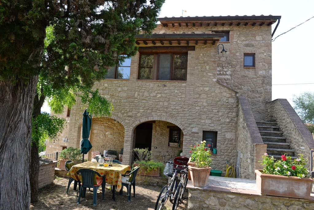 Residenza di charme in casolare in pietra condomini in for Piani di casa cottage gotico