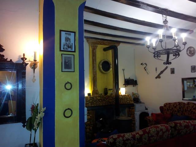 habitacion con mucho encanto Tica - Benisuera - House