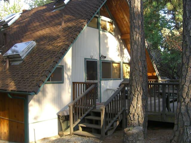 Cabin at Bass Lake 25 minutes from Yosemite Park