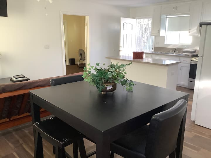 Spacious guest house near Staples Center and USC