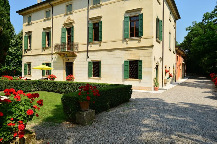 Romantica Villa in Valpolicella - Corrubbio - Bed & Breakfast