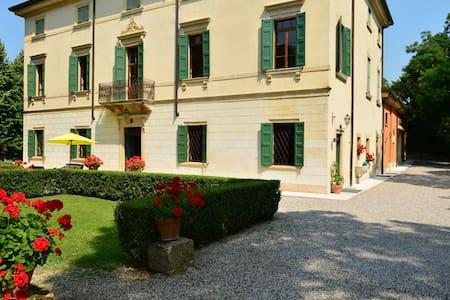 Romantica Villa in Valpolicella - Corrubbio