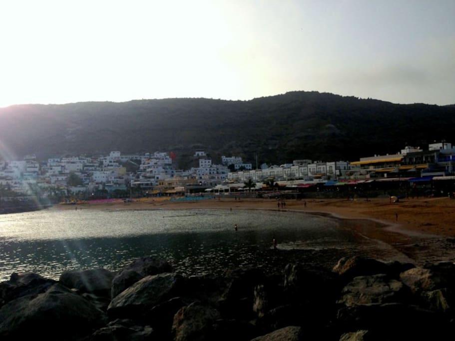 Playa de Mogán al atardecer.