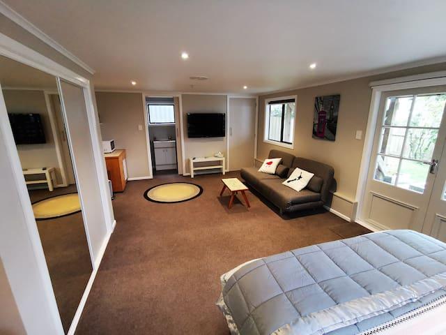 Typical lounge setup.