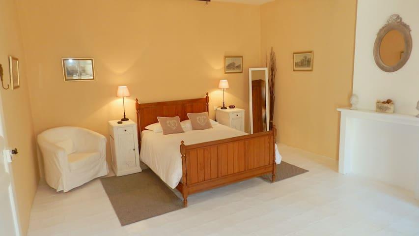 Large,quiet room,private bathroom, french double - Lézignan-Corbières - Aamiaismajoitus