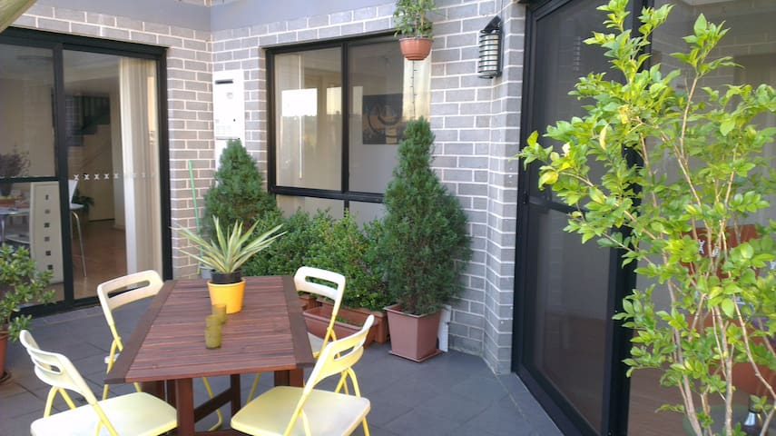 Boutique apartment at hostel rates! - Homebush West - Appartement
