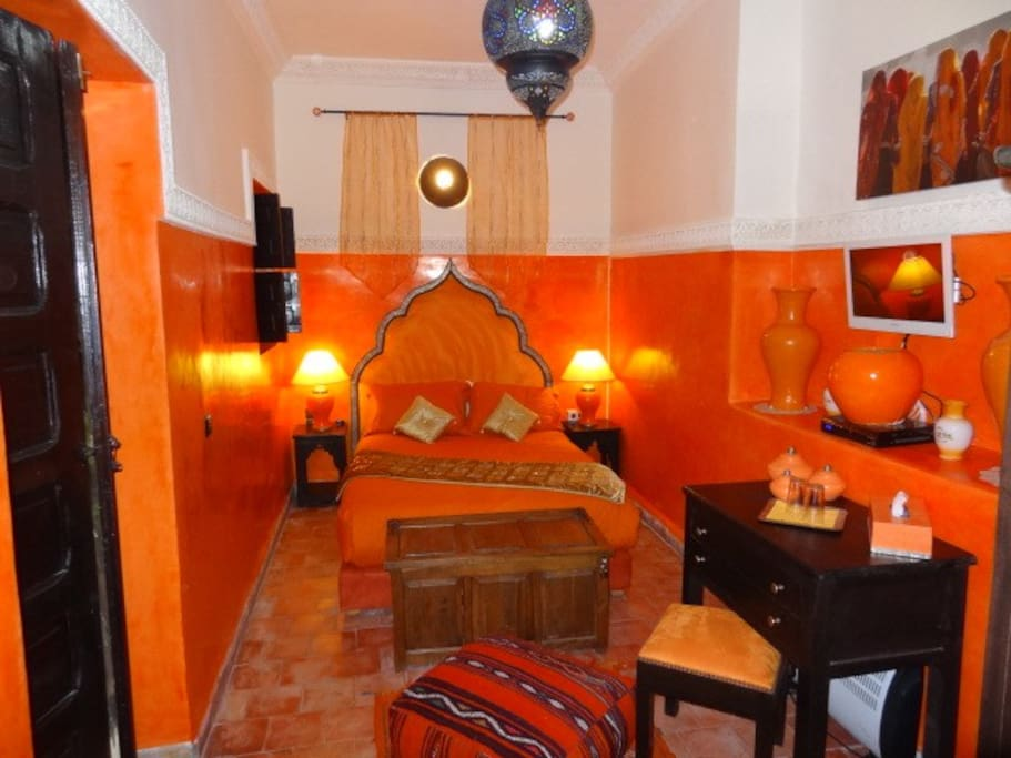chambre orange riad eloise medina chambres d 39 h tes louer marrakech marrakesh tensift al. Black Bedroom Furniture Sets. Home Design Ideas