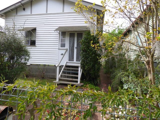 Cosy Cottage - Toowoomba City Centre