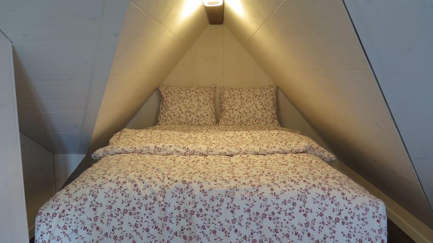Bed 140cm x 200cm