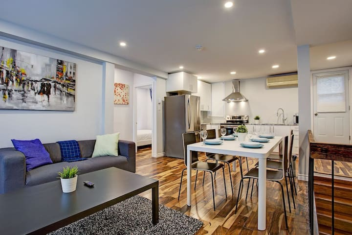 Stylish 2 Floor Home | Parking | in Downtown