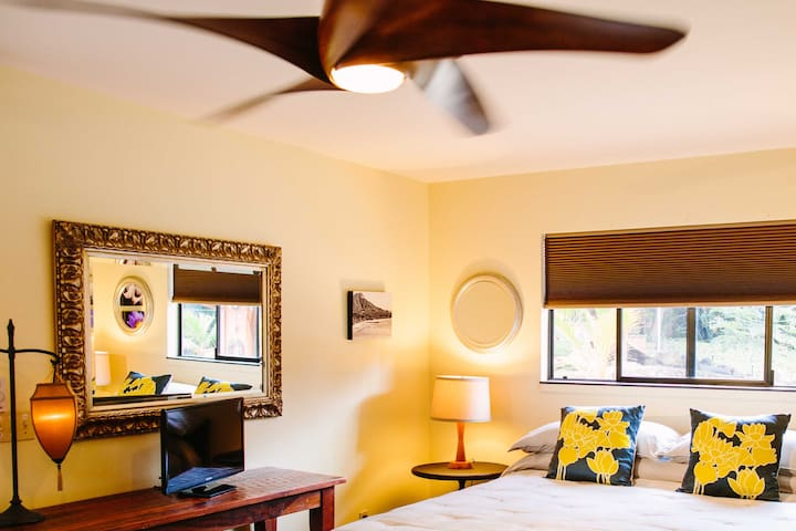Surf Ali'i Private Suite 30 (self check in)