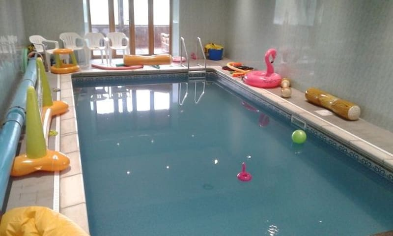 Vale Hornbeam sleeps 3 + 2 with shared swimming pool