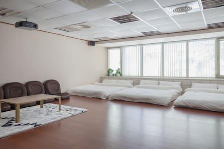 林口linkou Outlet超大空間 頂級環繞音響 大螢幕投影設備 KTV 機場近交通便利(不分租 - 新北市
