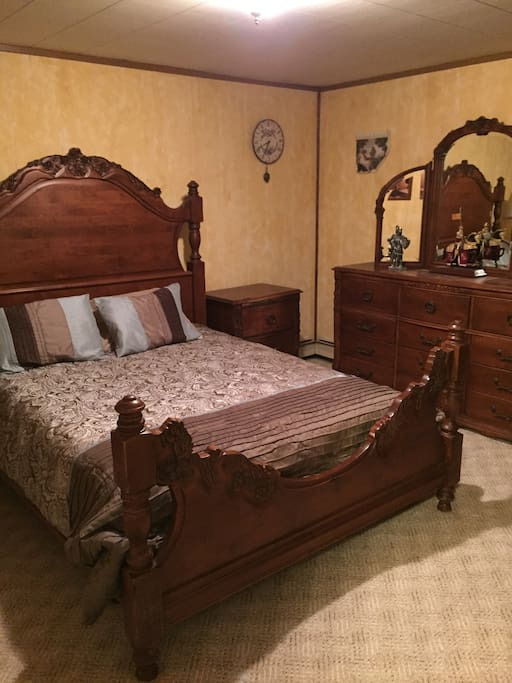 Queen size bed. Master bedroom with walk-in closet