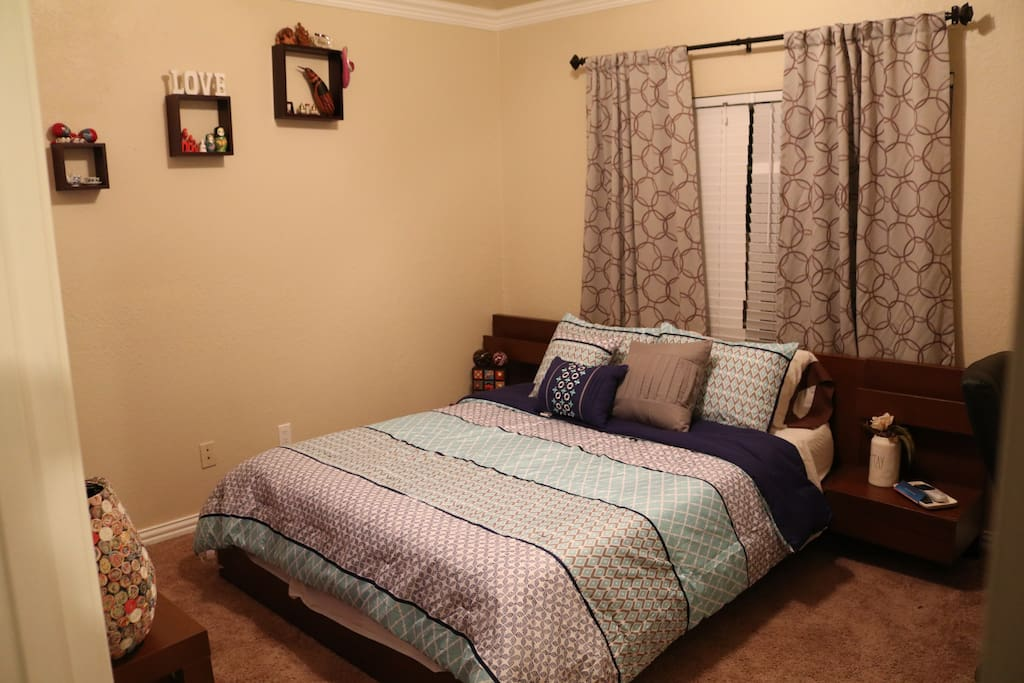 Queen comfy bed! With tempurpedic mattress. Always clean cotton soft sheets for each