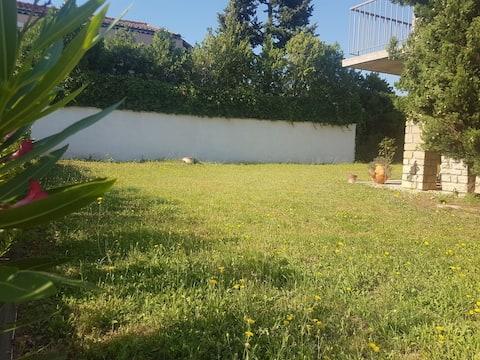 Maison Montelimar avec jardin proche commodités