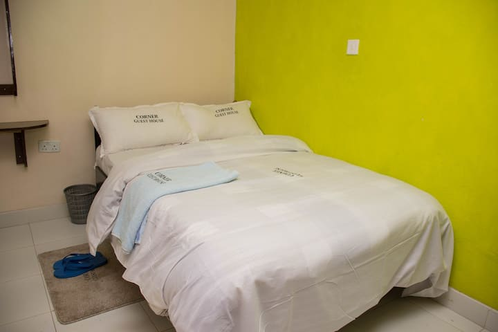 Corner guest house - Private rooms near Nakuru CBD