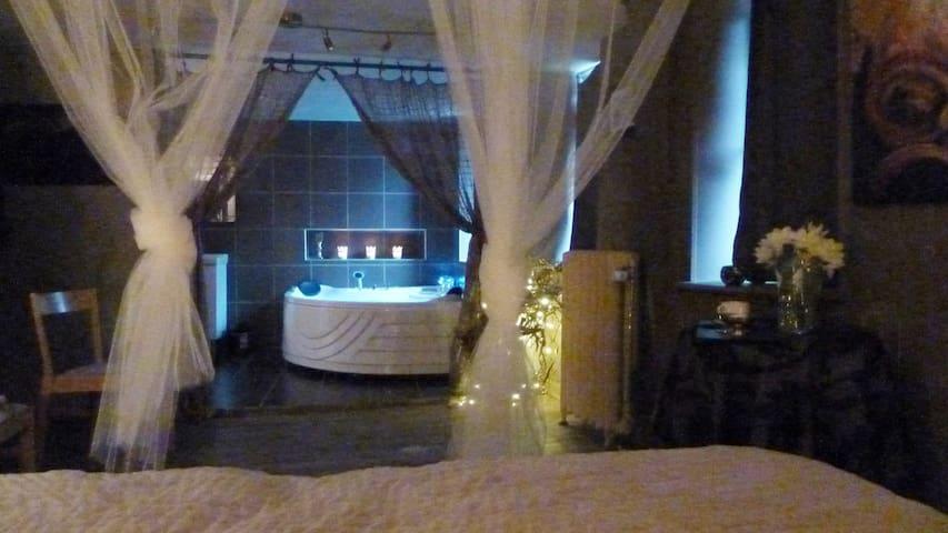 Nuit romantique dans studio avec jacuzzi