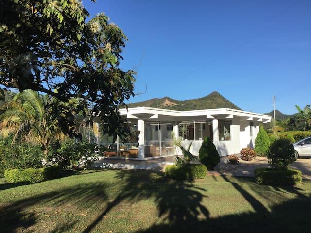 Hermosa casa en la Vega-Cund/marca - La Vega