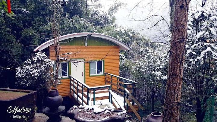 青山逸品度假森林木屋